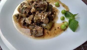 Баклажаны, жареные с куриными сердечками – на мой вкус получается даже лучше, чем с мясом (обалденно вкусно)