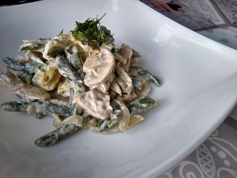 Мой почётный салат «Зелёная фасоль с блинчиками»