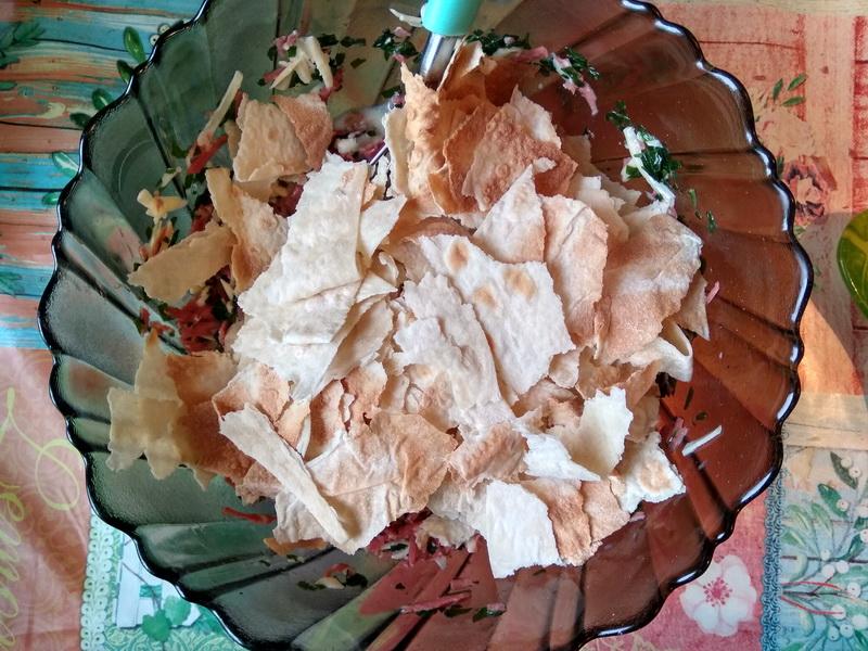 Сытный пирог из лаваша к завтраку (сыр + колбаска + яйца) — готовить минут 20, а такая вкуснятина