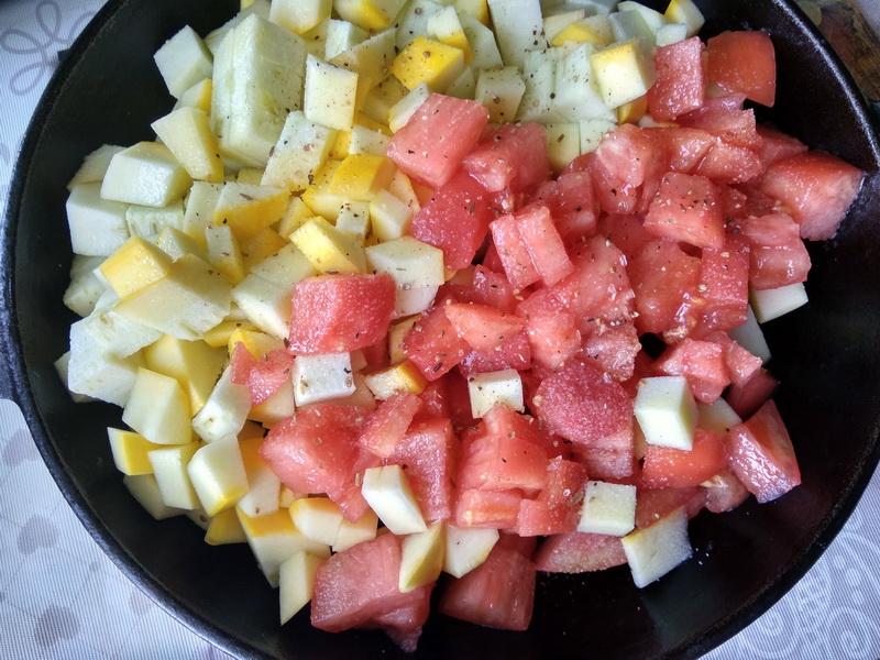 Невероятная вкуснятина с начинкой из кабачка и курицы в томатах, а вместо теста – лаваш