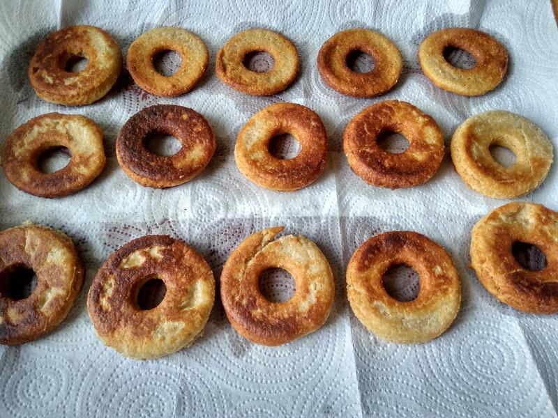 Овсяные пончики в шоколаде - мои детям нравятся. По вкусу как сырники, но без творога и вместо муки молотая овсянка