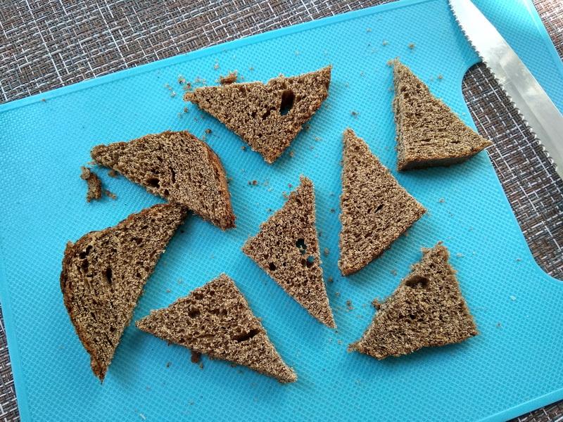 Салат «Бородинский редис» (Давно уже сама придумала салат с идеальным сочетанием: гренки + редис – очень вкусно)
