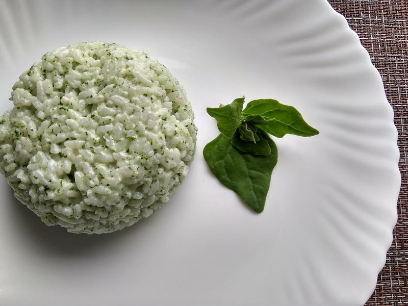 Рис с плавленым сыром и натуральной зелёной подкраской