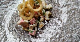 Салат «Краб в чипсах» — сама не ожидала, что сочетание ингредиентов получается таким вкусным