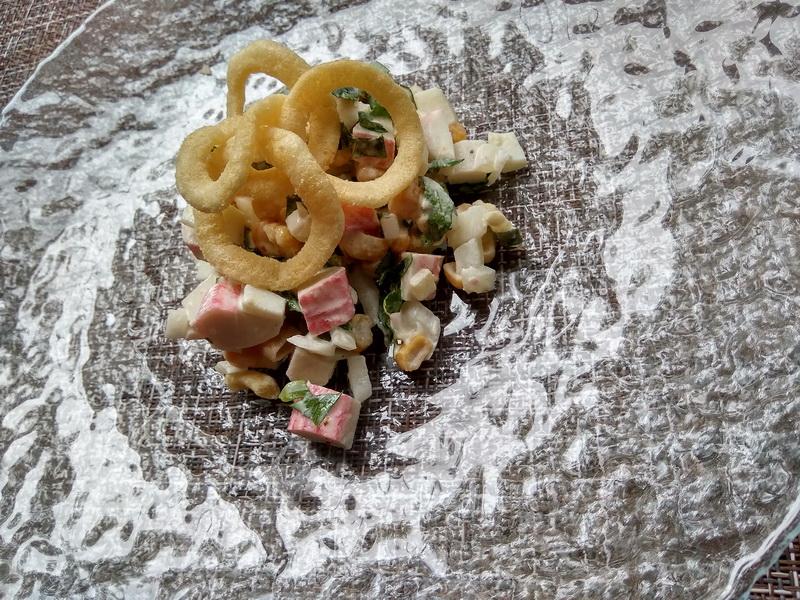 Салат с картофельными снеками