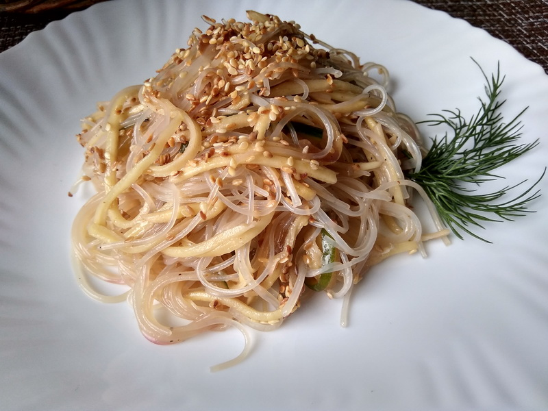 Корейский салат с картофелем ча (домашнего приготовления) и фунчезой