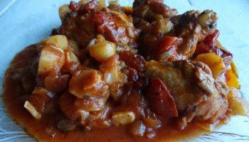 Курочка в томатном соусе — одно из моих любимейших блюд на каждый день: невероятное вкусное мясо, без излишней возни