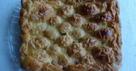 Пирог «Большая сосиска в тесте» — простой и быстрый (хороший рецепт теста, поднимается даже с такой увесистой начинкой)