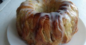 Давно уже вместо шарлотки пеку яблочный пирог «Моё объедение» — да потому что вкуснее