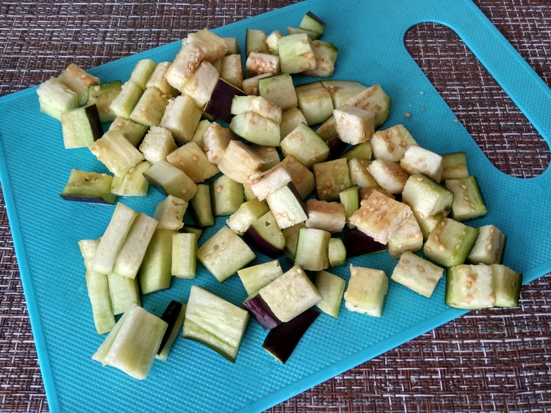 Салат с фунчозой и баклажаном (сама не ожидала, что без мяса будет так вкусно, всем рекомендую)