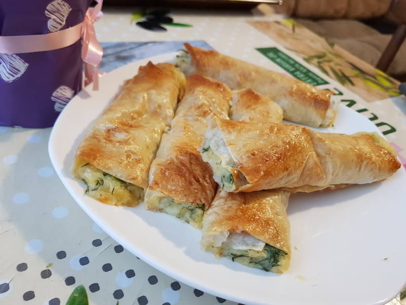 Хрустящие трубочки в лаваше с начинкой из пюре, сыра и зелени