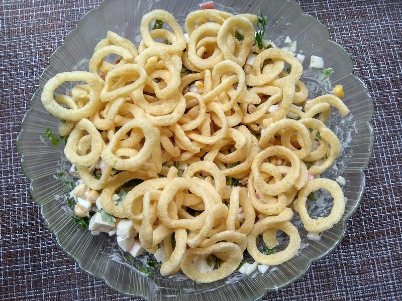 Салат «Краб в чипсах» - сама не ожидала, что сочетание ингредиентов получается таким вкусным