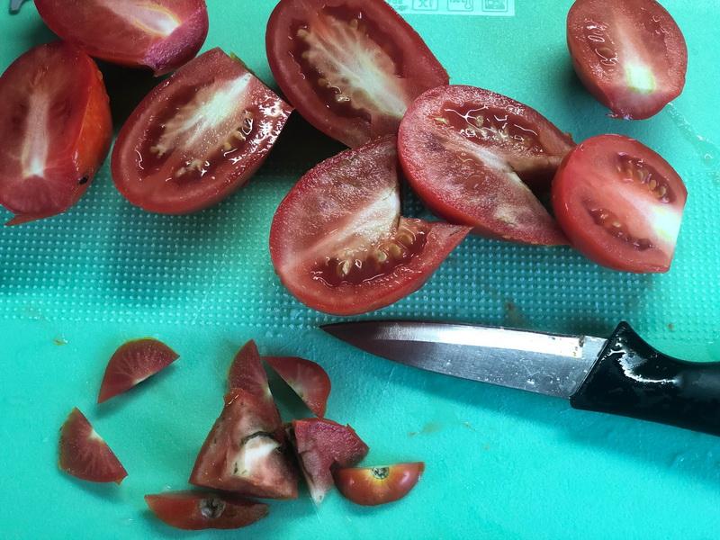 Домашний томатный соус на зиму. Делаю каждую осень 10 банок обязательно. Всего 2 ингредиента: помидоры и листья хрена