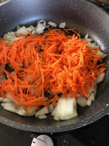 Приготовила новый, совсем не избитый суп. Главная фишка - сырные фрикадельки. Вкусный, понравился детям