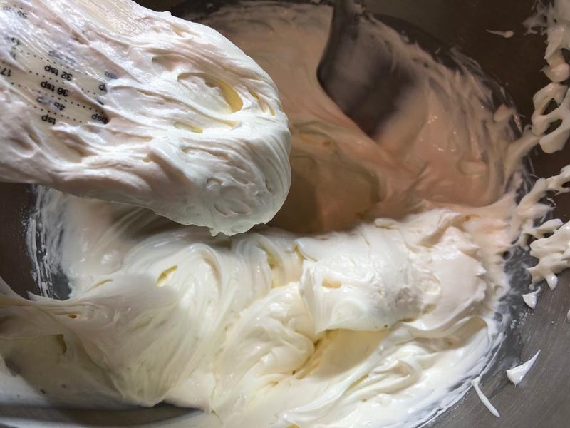 Настоящая находка - торт «Рафаэлло». Семья оценила, говорят на много вкуснее конфет. Делюсь подробным рецептом