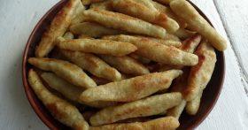 Рецепт «Картофельные пальчики» — любимый гарнир моих внуков. Всё просто: картофельное пюре, но со вкусной корочкой