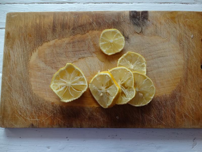 Мне посоветовали рецепт «Бедрышки с лимоном под соусом». Приготовила. Действительно мясо просто бесподобное очень сочное