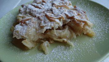 «Шифоновый пирог с яблоками» — долго училась его готовить, а теперь сама учу всех (Тончайшее тесто делаю сама, несложно)
